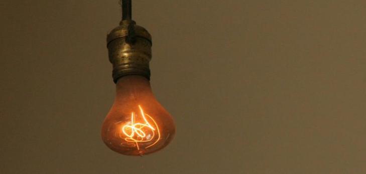 La Centennial Light, nella stazione dei vigili del fuoco di Livermore, California. La lampadina è in funzione da quasi 120 anni.