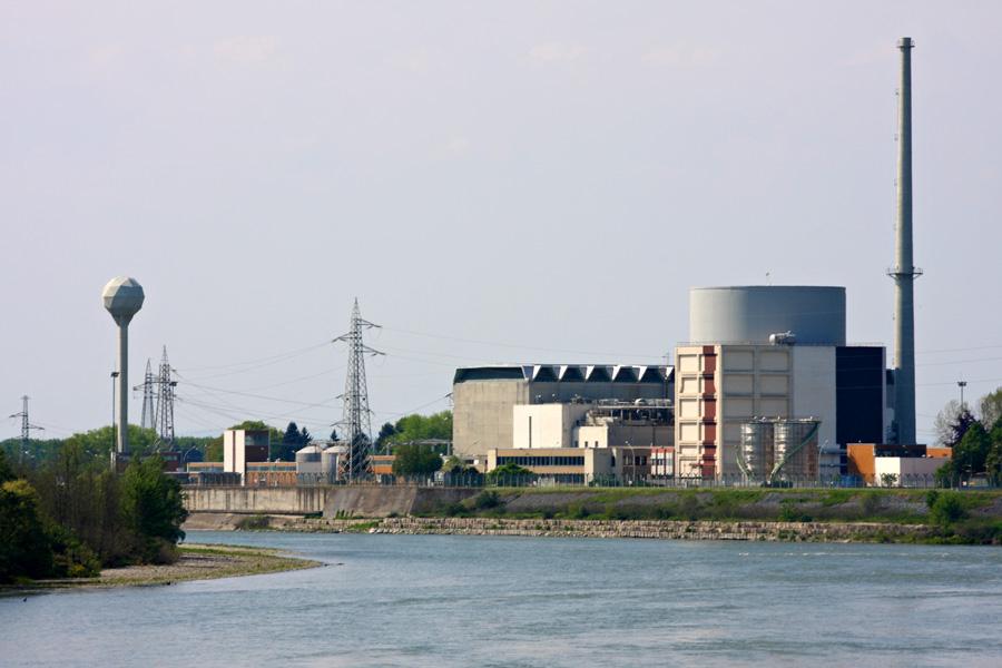 """Centrale nucleare """"Enrico Fermi"""" di Trino, in provincia di Vercelli, vicinissima alle più grandi risaie d'Italia."""