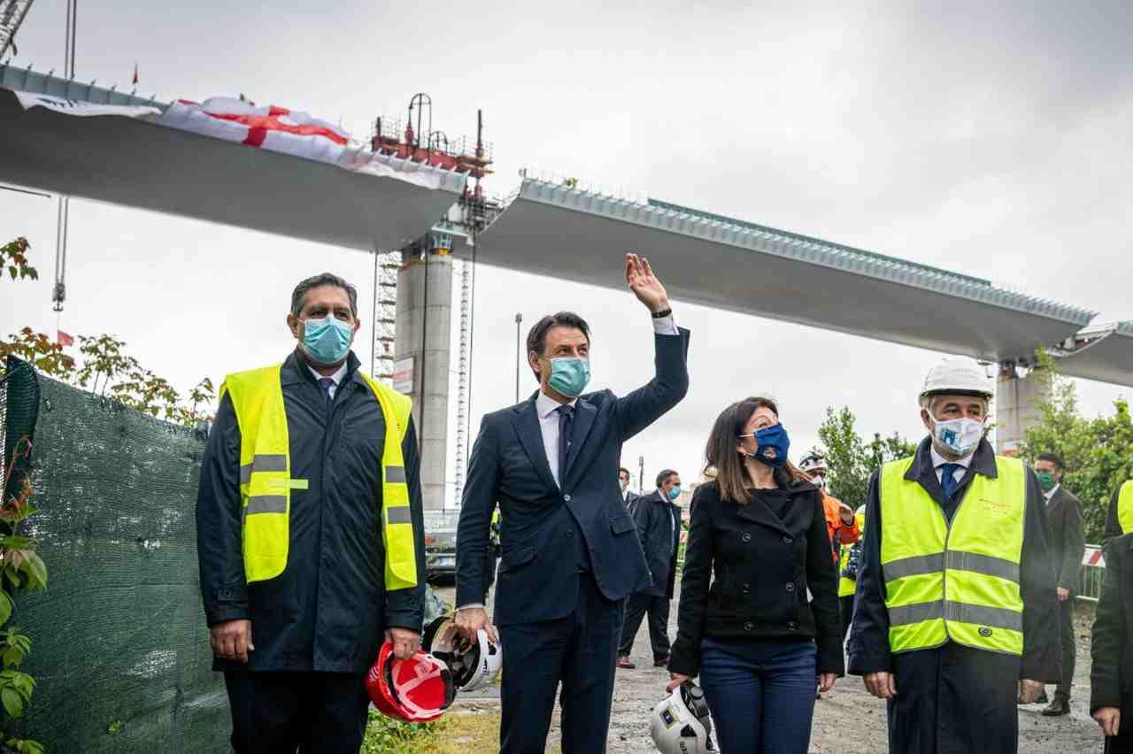Giuseppe Conte e Toti davanti al nuovo ponte di Genova