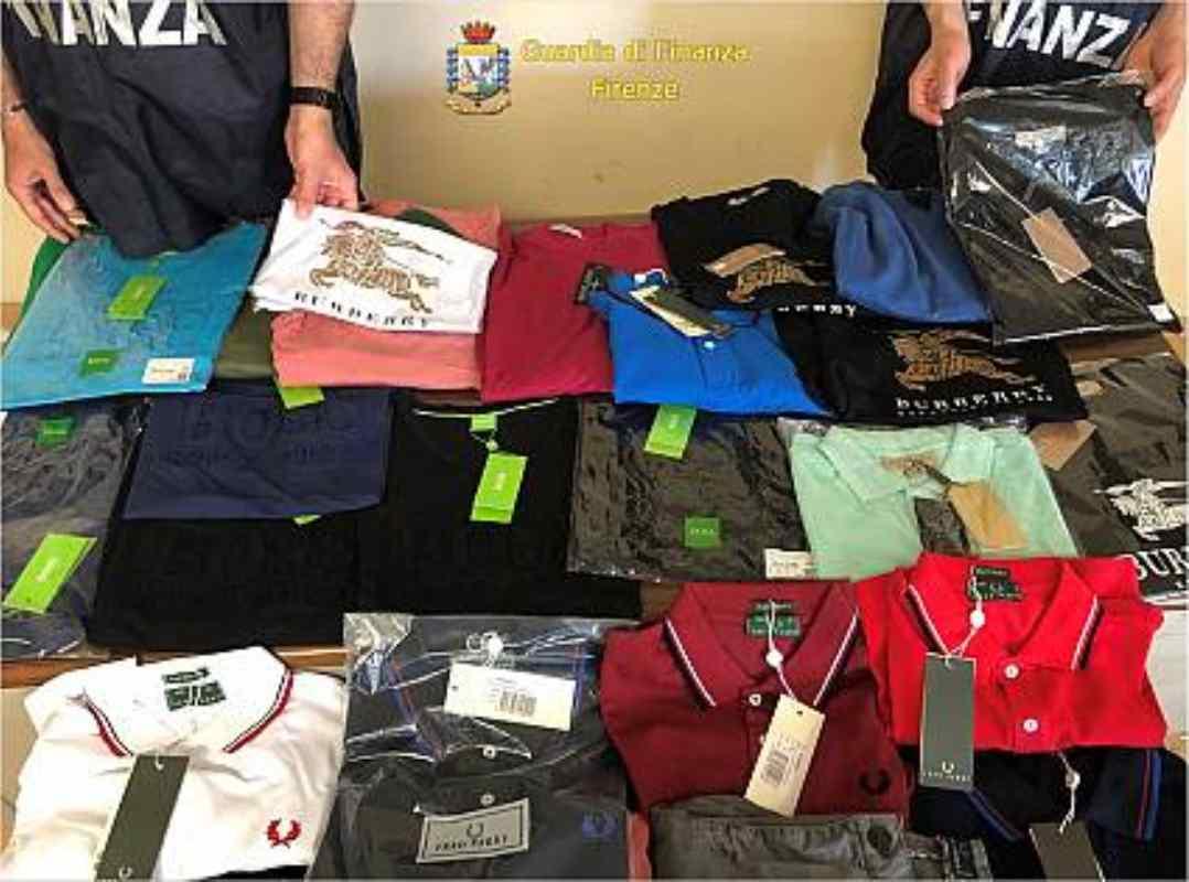 Polo, magliette e felpe. Tutte contraffatte